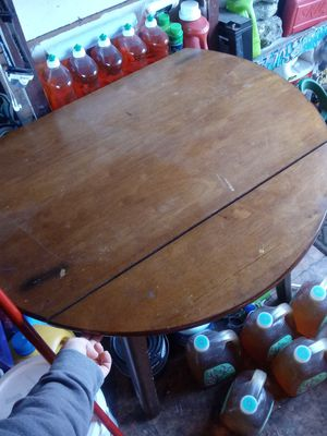 Round Used Table for Sale in Mount MADONNA, CA