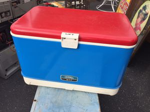 Vintage thermos red white blue ice chest cooler nice for Sale in Norwalk, CA