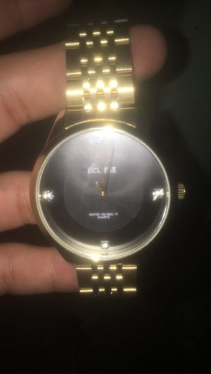 Gold watch good condition brand new for Sale in Estancia, NM