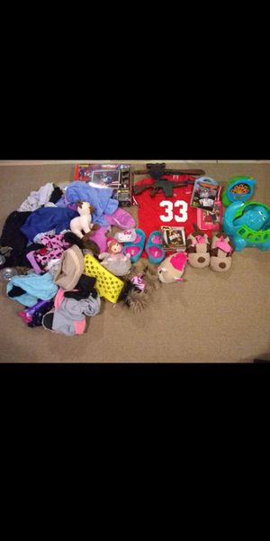 2 totes full of Kids toys and clothes get it all $20.00 for Sale in Columbus, OH