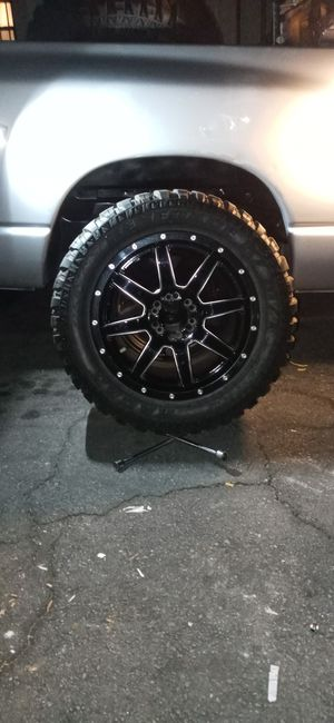 "20""fuel offroad rims with new 33 12.50 offroad tires 6 lug universal for Sale in Arcadia, CA"