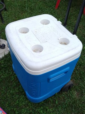 VGC cooler on wheels with handle for Sale in Pekin, IL