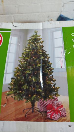 6.5 ft pre lit christmas tree for Sale in Queens, NY
