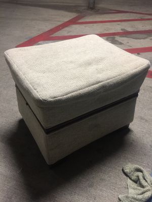 """Bombay company ottoman 21""""x17""""with two pull out shelves for Sale in Austin, TX"""