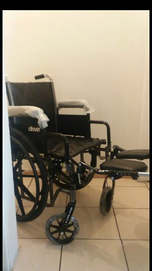 """DRIVE SILVER SPORT II WHEELCHAIR 16""""WIDTH WITH ELEVATING LEGREST... for Sale in Paramount, CA"""