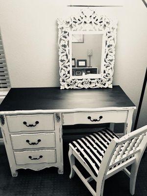 desk & chair for Sale in Las Vegas, NV