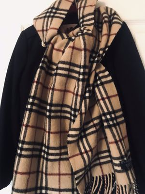 BURBERRYS OF LONDON The Classic Vintage Check Cashmere Scarf for Sale in Southampton, PA