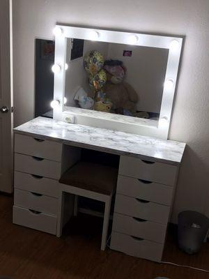 Beauty Vanity for Sale in YSLETA SUR, TX