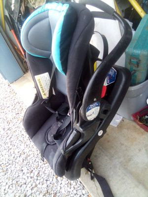 Infant car seat for Sale in Reelsville, IN