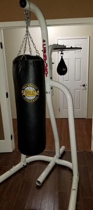 CENTURY STAND, EVERLAST 80LB HEAVY BAG, AND SPEED BAG for Sale in Hesperia, CA