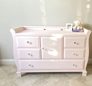 Beautiful baby dresser changing table👶🏻 for Sale in Stockton, CA