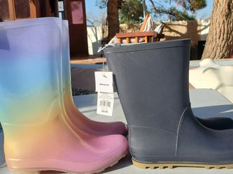 $25 (2) KIDS RAIN BOOTS SIZE 3 for Sale in Las Vegas,  NV