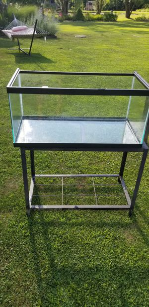 40 gal reptile or fish tank with stand for Sale in Litchfield, OH