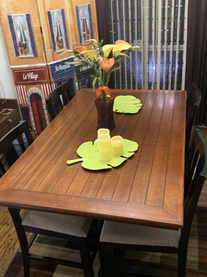 4 Chair Wooden Kitchen Table for Sale in Alton, TX