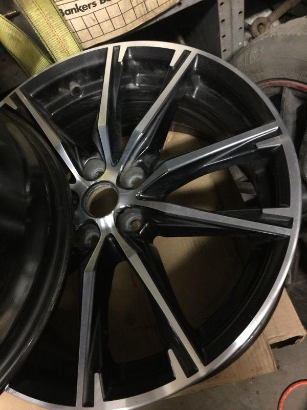 2, rims chrome white and black like brand new 17/8