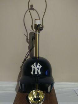 VINTAGE NARDI NEW YORK YANKEES BATTING HELMET LAMP SUPER RARE!!! for Sale in Monroe Township,  NJ