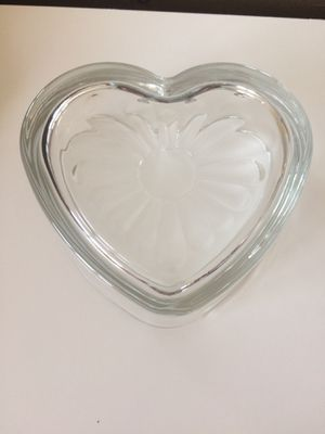 Beautiful Glass Heart center piece decor/makeup perfumes or even rocks etc. for Sale in New York, NY