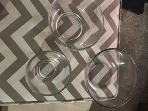 3 glass nesting bowls 2 pyrex dishes for Sale in Concord, NC