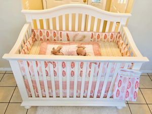 CRIB IN EXCELLENT CONDITION MATTRESS INCLUDED for Sale in Riverside, CA