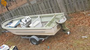 18 foot aluminum boat for Sale in Pasadena, MD