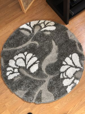 Gorgeous High Pile Round 4' Area Rug NEW (paid $100) for Sale in Mokena, IL