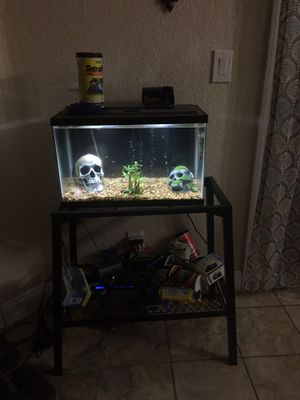 10 gallon aquarium comes with everything for Sale in Elk Grove, CA
