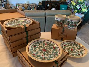 Longaberger American Holly Luncheon Plates & Mugs for Sale in Indianola, IA