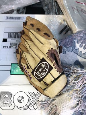 Great condition Louisville slugger baseball glove for Sale in Parkville, MD