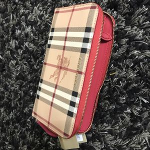Burberry wallet for Sale in Upper Marlboro, MD