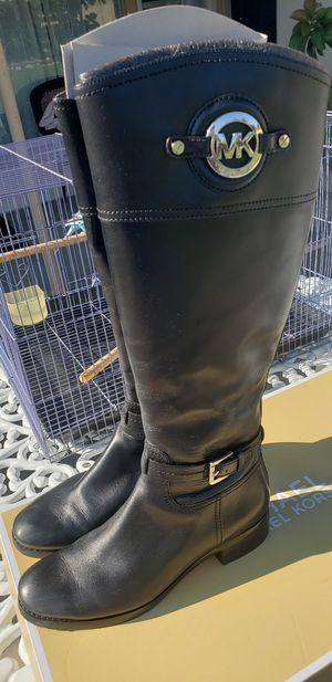 Michael Kors 7 1/2 boots for Sale in Santa Fe Springs, CA