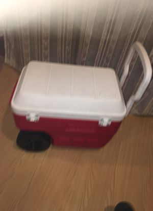 Coleman igloo 40 qt rolling cooler for Sale in Las Vegas, NV