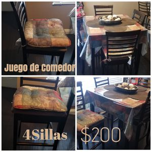 Dining table with tall chairs/ comedor sillas altas for Sale in Corona, CA