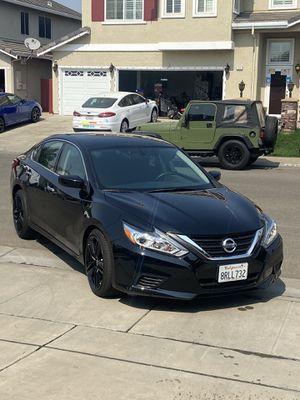 2016 Nissan Altima (Looks brand new) for Sale in Stockton, CA