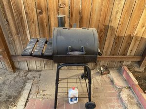 BBQ grill great shape $60 for Sale in Modesto, CA