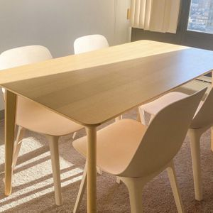 Ash Venmeer Table + 4 Design Chaires - Excellent condition for Sale in Westwood, MA