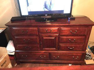 Broyhill Dresser w/Mirror for Sale in Round Rock, TX