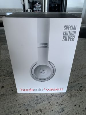 Beat by Dre, beats solo 3 wireless headphones, Special Edition: Silver for Sale in Miami, FL