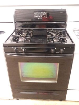 Whirlpool gas range with warranty virgils preowned appliances for Sale in Hiram, GA