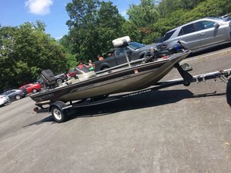 Bass tracker pro team 175 for Sale in Manassas,  VA