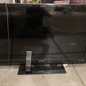 """42"""" sharp television with remote control for Sale in Santa Ana, CA"""