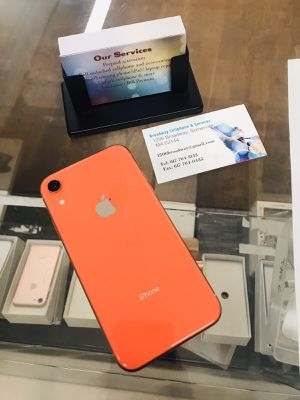 iPhone XR (64 GB) Excellent Condition With Warranty for Sale in Cambridge, MA