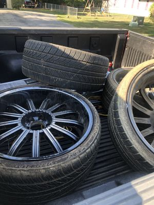 Black / chrome 22s in rims for Sale in Brandywine, MD