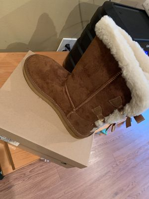Uggs boots size 9 for Sale in Baltimore, MD