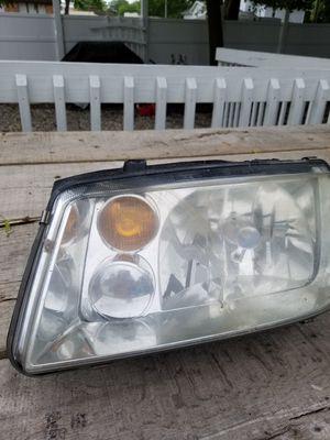Headlight driver side Jetta 99 to 2005. NO TRADES for Sale in Greenville, MI