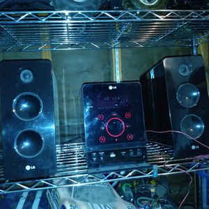 Lg Shelf Mini Stereo Speakers With Fm, Remote,CD Bluetooth Adapter Subwoofers for Sale in Las Vegas, NV