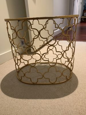 Gold mirror end table for Sale in Portland, OR