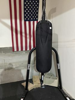 Everlast Stand Up Punching Bag With Century Bag (have Extras) for Sale in Aliso Viejo,  CA