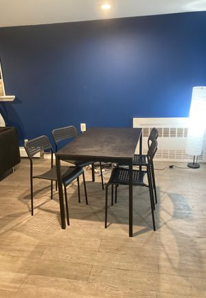 Beautiful clean kitchen table with lamp for Sale in Queens, NY