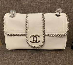 Chanel chain around chain shoulder bag in white for Sale in Riverwoods, IL