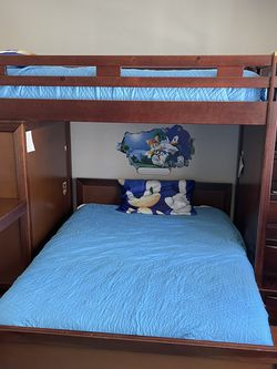 Bunk Bed With Desk, Wardrobe and drawers for Sale in Orlando,  FL